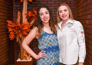 06042019 EN UN ANIVERSARIO.  Fernanda Prado y Marcia Campos.