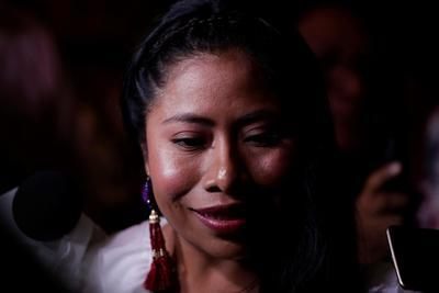 """""""Me siento muy honrada por este reconocimiento"""", dijo Aparicio al recibir un pergamino y una llave dorada en un salón de la Casa de la Municipalidad, en el Casco Antiguo de la capital panameña, que estuvo colmado de personalidades del cine panameño y donde también se encontraba el embajador de México."""