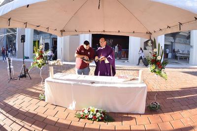 La misa fue oficiada por el padre Javier Silva.