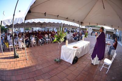 Las puertas del Revolución se abrirán a las 6 de la tarde, para que 45 minutos después, inicie el show inaugural, con la participación de la escultural Ninel Conde y el cantante lagunero Simón León, quien interpretará el himno nacional.