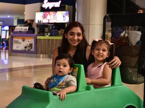 09042019 Mauricio, Alejandra y Cristina.