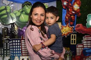 09042019 LINDA POSTAL.  Liliana y su hijo, Matías Navarro Iturriaga.
