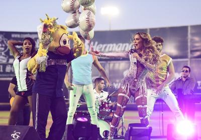 Ninel Conde lleva su música al Estadio Revolución