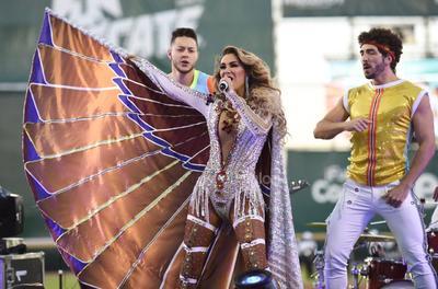 El Bombón asesino, Ninel Conde presentó en el Estadio Revolución su música.