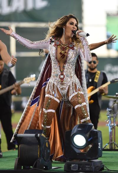 Como madrina de los Algodoneros, Ninel ofreció un concierto para miles de laguneros como parte de su gira 2019.