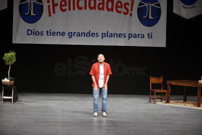 Dupeyrón ofreció dicha charla en el Teatro Nazas a partir de las 20:30 horas.
