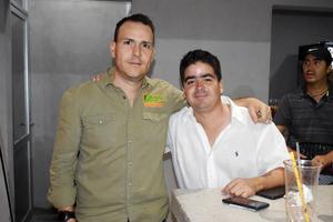 11042019 POSAN PARA LA FOTO.  Sergio y Carlos.