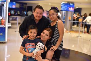 12042019 Janine, Renata, Iker y Antonio.