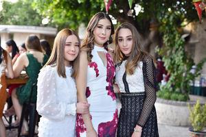 Angela, Mariana y Emilia