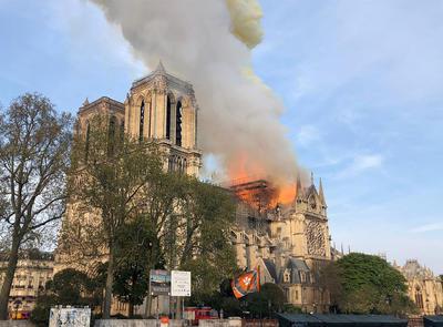 Hemos visto mucho humo, pensábamos que era por las obras que están haciendo. Cada vez había más, nos hemos ido a la parte delantera y nos han desalojado para evitar que nos afectara el humo.