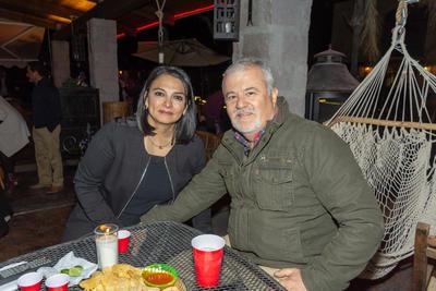 Jorge Faya festeja cumpleaños con amigos