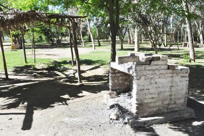 Sin fogatas. Está prohibido prender fogatas y los carbones que se utilizan para los asadores deben apagarse por completo, a fin de evitar cualquier posibilidad de incendio en estas instalaciones.