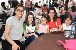 16042019 EN FAMILIA.  Jimena, María Luisa, Lupita, Camila y Regina.
