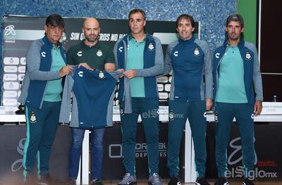 Almada es presentado como director técnico de Santos
