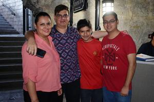 17042019 Enriqueta, Fernando, Mauricio y Miguel.