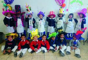 17042019 LINDA POSTAL.  Pequeños alumnos en la semana temática de su colegio.