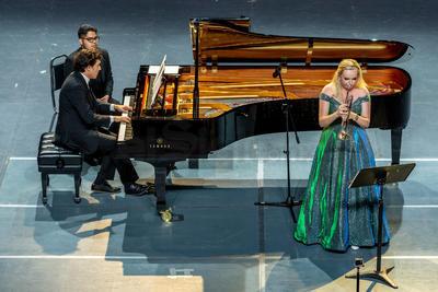 A solo un día de haber compartido escenario con la Orquesta Sinfónica del Festival Internacional Ricardo Castro (FIRC), la trompetista Melissa Venema regresó al teatro principal de la capital.
