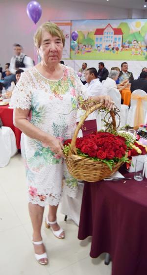 18042019 La educadora Graciela Torres de la Peña cumplió 55 años de servicio.