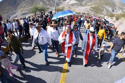El obispo de Torreón encabezó la procesión.