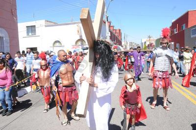 Esa cruz que fue resultado de la lucha en contra del dolor, de la injusticia y de todo aquello que oprime al ser humano.