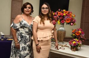20042019 LE DICE ADIóS A LA SOLTERíA.  Claudia Alejandra Hernández Ramírez con Claudia Ramírez Delgado, organizadora de su fiesta de despedida.