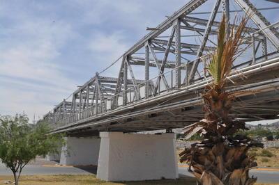 En unión. El 20 de diciembre de 1931 fue inaugurado el puente plateado, que une a las ciudades de Torreón y Gómez Palacio.