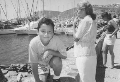 Sra. Socorro con su nieto, Alberto, en Baja California.