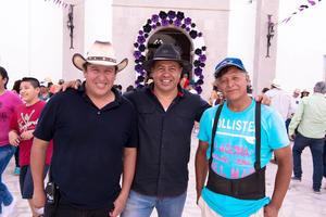 22042019 ENTRE AMIGOS.  Gabriel, Juan Carlos y Marcelino.