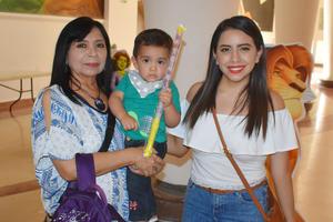 21042019 Lourdes, Víctor y Dafne.