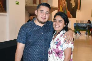 22042019 EN EL TEATRO.  Gerardo y Ana.