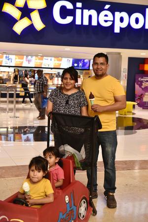 23042019 EN FAMILIA.  Haydée, Galilea, Eva y Adrián.