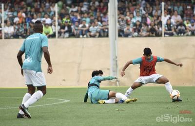 Santos entrena ante aficionados