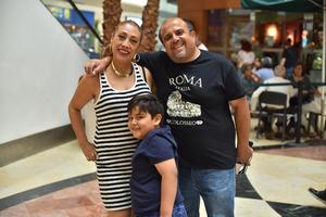 24042019 Liliana, César y André.
