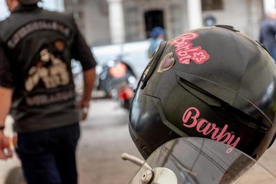 Durango recibió una mujer motociclista emblemática de México, 'La Barbie'.
