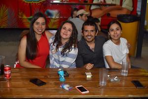25042019 Jessica, Elena, Adrián y Tony.