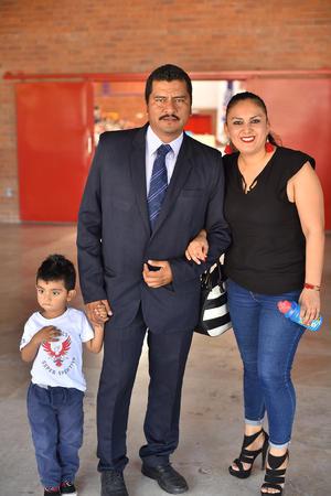 25042019 EN FAMILIA.  Juan, Juan Ángel y Miriam.