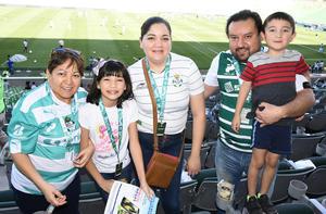 26042019 SANTISTAS.  Carmen, Katia, Blanca, Gabriel y Cristhian.
