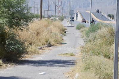 Tramos sí y tramos no, la ciclovía de la carretera a Mieleras presenta en algunos momentos las condiciones necesarias pero en otras se descompone completamente.