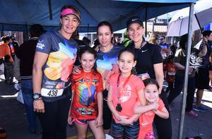 Claudia Valdés, Güera Montalvo y Bárbara Willy con sus pequeñas