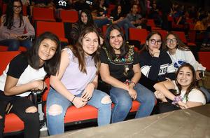 Constanza, Alejandra, Sol, Lulú y Alexandra