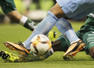 Águilas gana con dificultad a Santos