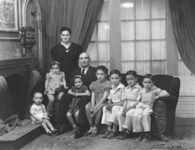 José Fernández Madrazo y su esposa, María Antonieta Torres Duarte, con sus hijos: Gregorio, Margarita, Lucía, Marucha, Ángel, Juan José y Javier, en 1940.