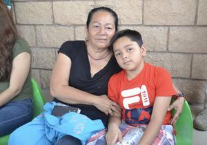 29042019 EN FAMILIA.  Antonia y Jared.