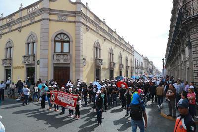 Los trabajadores llegaron juntos al Centro Histórico de la ciudad.
