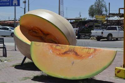 El cultivo del melón es identitario del municipio de Matamoros y prueba de ello es la figura de un melón monumental en una de las entradas principales.