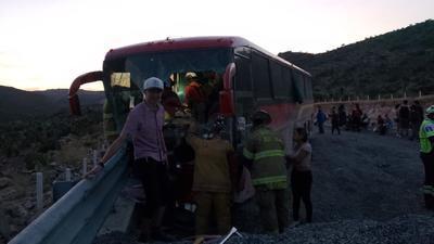 Según reportó la Dirección Municipal de Protección Civil el desperfecto en el autobús se debió a una falla en el compresor.