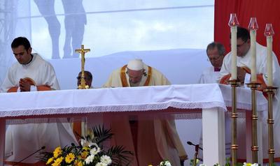Presidió una misa antes miles de personas.