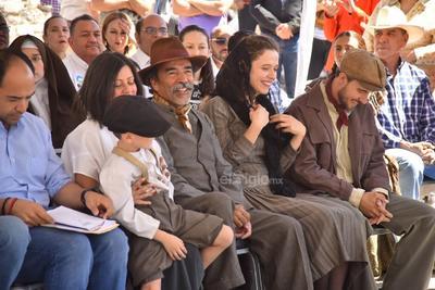 Parte del elenco estuvo presente en el claquetazo, destacando los actores, Damían Alcázar y Édgar Vivar.
