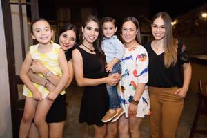 Renata Valdez, Pamela Salgado, Isolda Jiménez, Bernardo Valdez, Luisa Ortega y Paty Ortega
