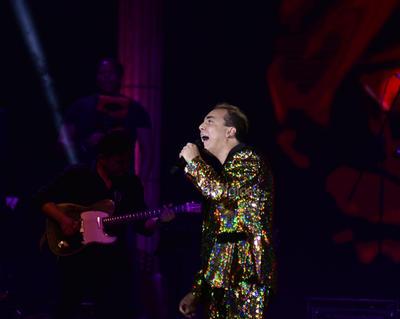 Cristian Castro deleitó al público con más éxitos como Azul, No podrás y Lo mejor de mí. El cantante de igual manera emocionó a sus fans cuando bailaba algunos de sus temas.